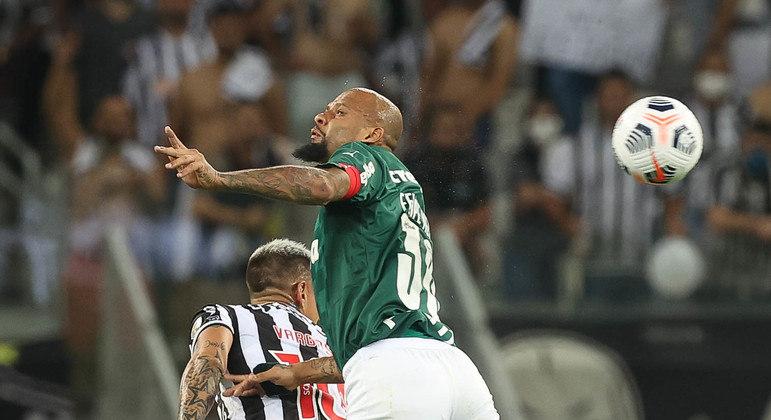 Aos 38 anos, Felipe Melo tem dado demonstração de vitalidade e personalidade