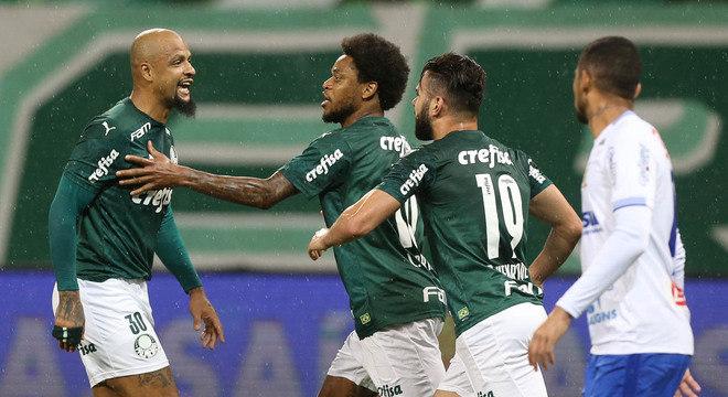 Felipe Melo marcou o gol. Em vez de comemorar, provocou o Santo André