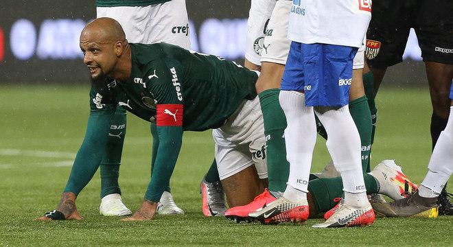 Felipe Melo imitou pitbull após o gol, provocou adversários e tomou amarelo