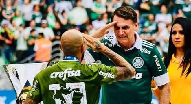 Felipe Melo e Bolsonaro viraram próximos. Conversam sempre sobre o futebol brasileiro