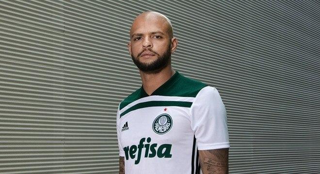 5ee8f87c2c Palmeiras apresenta nova camisa branca com retorno do escudo ...