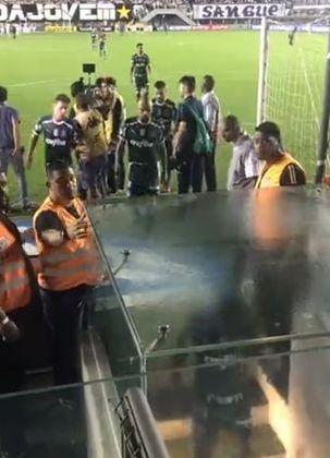 Felipe Melo, do Palmeiras, fez gestos obscenos na saída para o vestiário em uma partida contra o Santos, em outubro de 2019. O volante foi filmado por torcedores e acabou suspenso por cinco jogos.