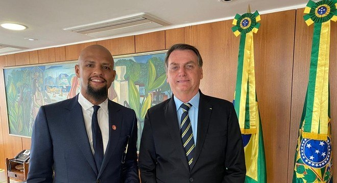 Felipe Melo e Bolsonaro em Brasília. Conversam com frequência sobre futebol