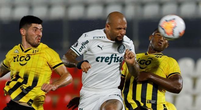 Felipe Melo teve uma das melhores chances do Palmeiras no jogo