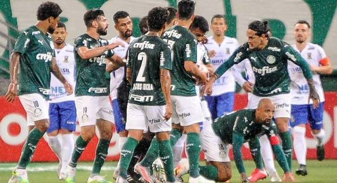 Felipe Melo comemora primeiro gol do Palmeiras contra o Santo André