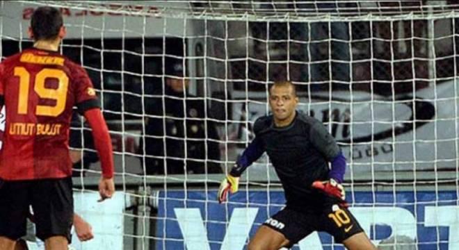 Felipe Melo se tornou herói na Turquia depois de defender um pênalti no último minuto da vitória do Galatasaray contra o Elazigspor, por 1 a 0, pelo campeonato turco de 2012.