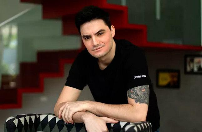 Felipe Neto - O youtuber possui o segundo maior canal brasileiro na plataforma, com 42,8 milhões de inscritos. Ele é botafoguense e chegou até a ser patrocinador do clube com sua antiga empresa de coxinhas.