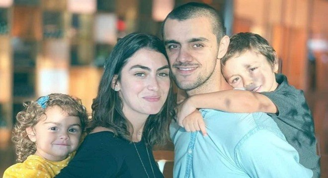 Felipe Simas e sua esposa revelaram o nome de seu filho