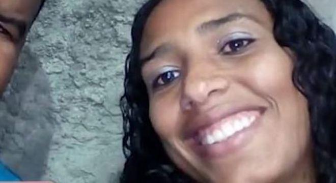Mulher é morta pelo ex-companheiro na frente dos dois filhos