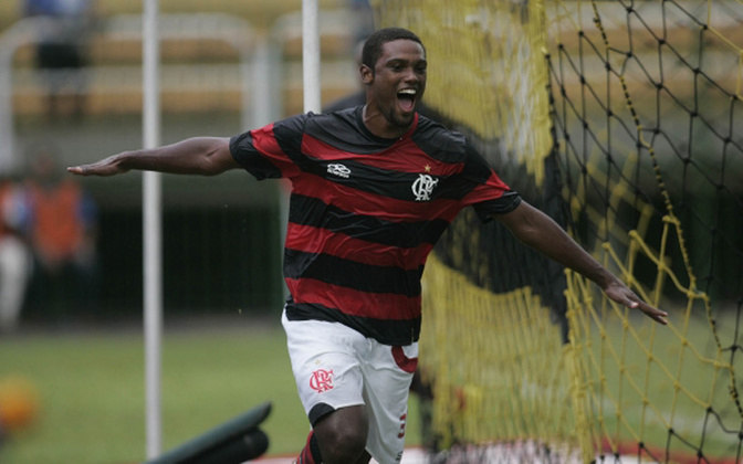 Fenômeno na base do Flamengo, Bruno Mezenga chamou rapidamente a atenção dos profissionais. Estreou aos 16 anos contra o São Caetano em 2005. Hoje, está na Ferroviária, após jogar no futebol turco.