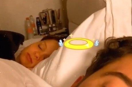 Cantor tirou sarro de Maiara enquanto ela dormia