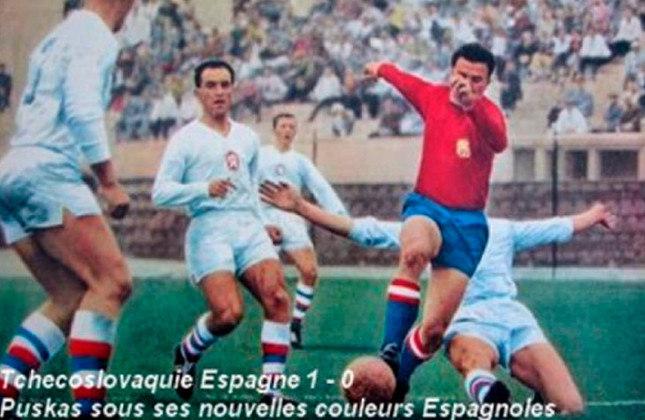 Ferenc Puskas: 84 gols em 89 jogos pelas seleções da Hungria e Espanha.