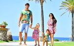 O companheiro de equipe no Liverpool, Alisson passa bons momentos com a esposa Natalia e os filhos Helena e Mateo. Que família linda!