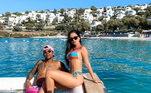 Douglas Costa também não está nada mal. Ao lado da namorada Nathália escolheu as praias da Turquia para descansar