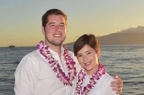 De férias no Havaí, Fernanda e o marido comemoram a cura da doença