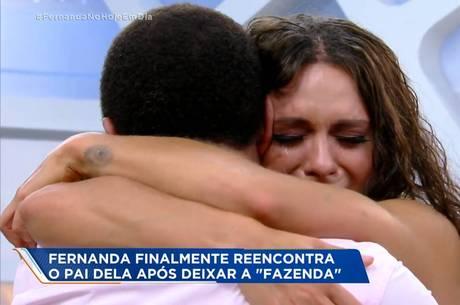 Fernanda Lacerda chora ao reencontrar o pai
