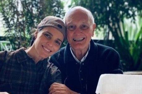 Fernanda também homenageou o pai em texto