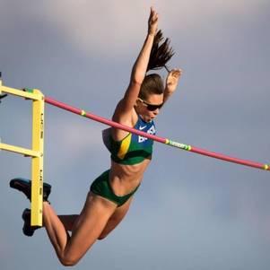 Campeã no salto com vara