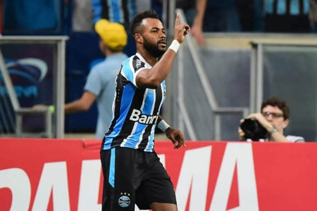 Fernandinho (35 anos) - atacante - Time: Chongqing Dangdai Lifan - contrato até dezembro de 2022