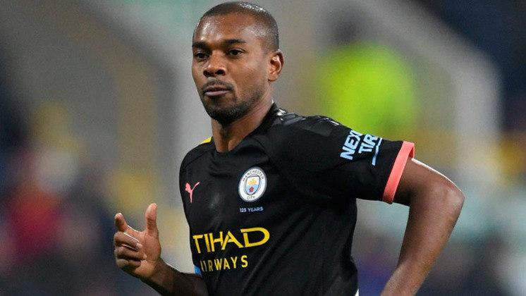 Fernandinho (36 anos) - Posição: volante - Clube atual: Manchester City - Valor atual: 2,5 milhões de euros