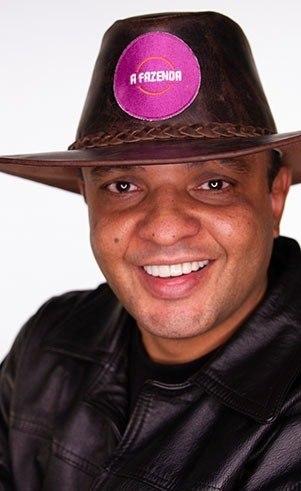 Fernandinho (Beatbox): Idade: 45 anosProfissão: Músico e produtor musicalOnde nasceu: Taboão da Serra - SPOnde mora: Indianópolis - SP
