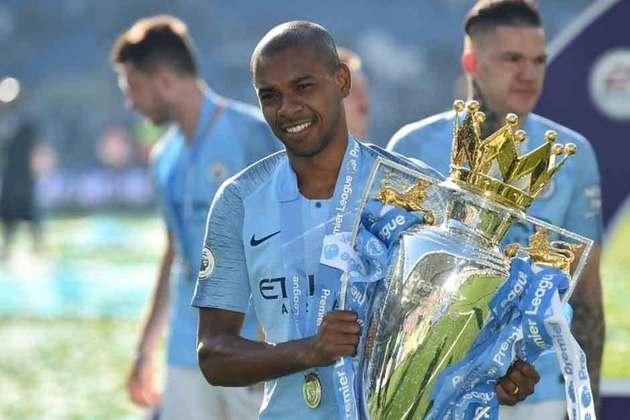 FERNANDINHO: O jogador foi campeão inglês com o Manchester City na última temporada europeia e segue na equipe de Guardiola