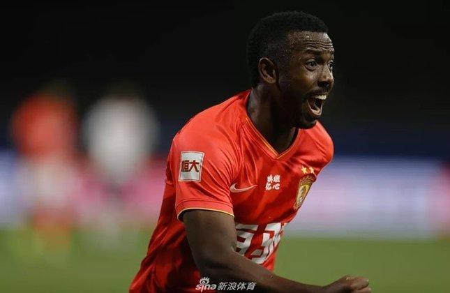 Fernandinho - Posição: Atacante - Idade: 28 anos - Nacionalidade: Brasileiro - Período no Guangzhou FC: 10/01/2020 até atualmente
