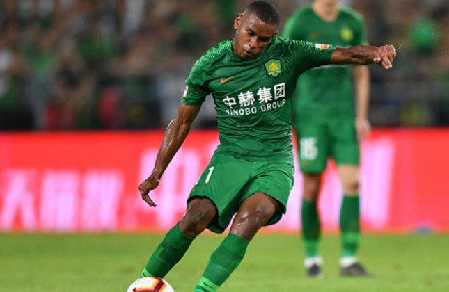 Fernando (29 anos): volante - Último clube: Beijing Guoan - Valor de mercado: 3,5 milhões de euros.