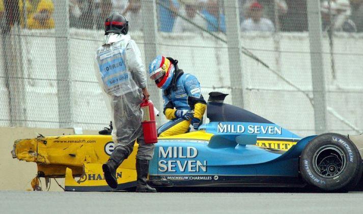 Fernando Alonso bateu forte no GP do Brasil de 2003, mas teve apenas uma fratura no tornozelo, retornando na corrida seguinte.
