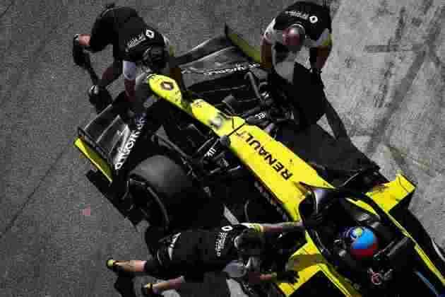 Fernando Alonso está de volta ao cockpit de um Fórmula 1. Veja a galeria com o melhor do dia do espanhol (Por GRANDE PRÊMIO)