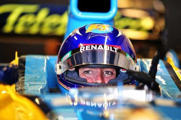 Fernando Alonso no cockpit.