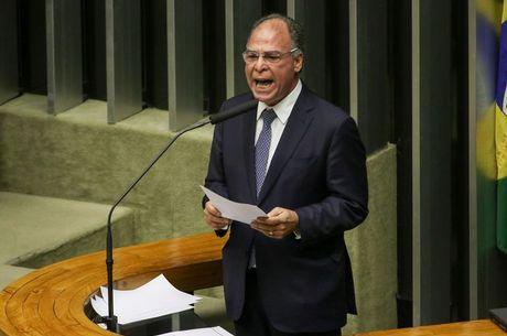 Fernando Bezerra admite que governo negocia