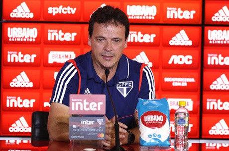 Fernando Diniz, pela primeira vez, líder do Brasileiro