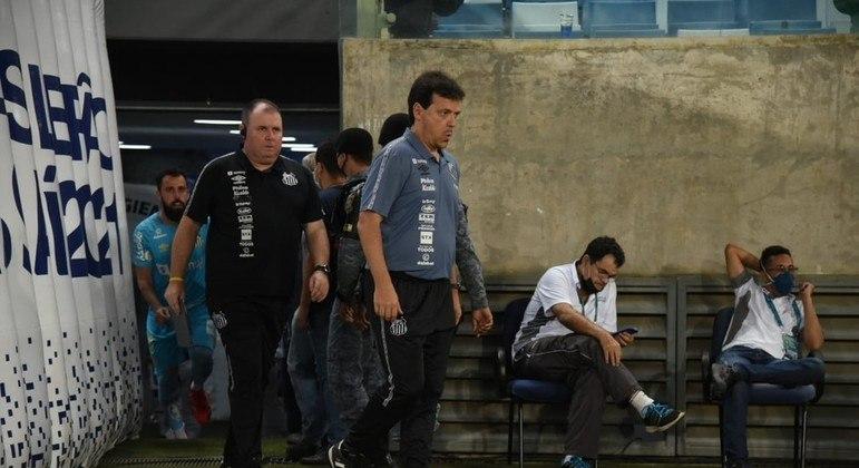 Fernando Diniz foi demitido. A derrota contra o Cuiabá foi a gota d'água