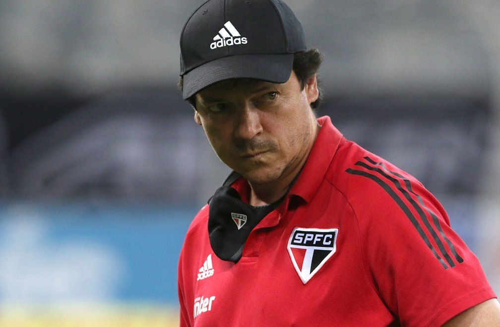 Fernando Diniz está exalando insegurança. E o reflexo atinge em cheio seus jogadores