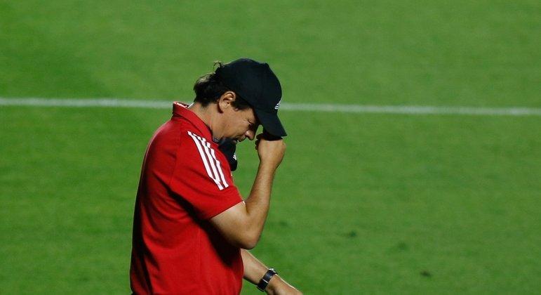 Fernando Diniz. Apático empate contra o Athletico. Chance para o Inter