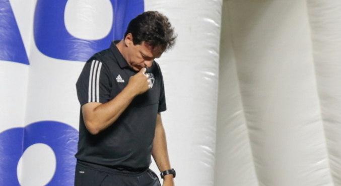 Diniz não deu importância para discussão entre Volpi e Reinaldo após empate