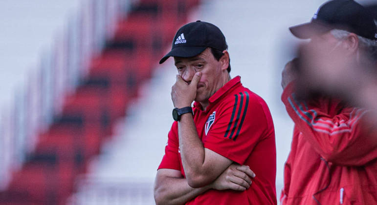 São Paulo, do então técnico Fernando Diniz, se vê ameaçado até da Libertadores