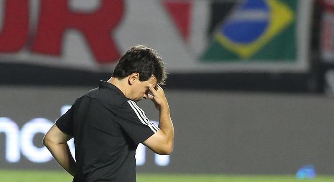 Fernando Diniz demonstra não ter mais repertório para fazer o São Paulo vencer