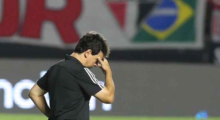 São Paulo não consegue se livrar das 'algemas' dos rivais - mas Diniz prefere berrar palavrões