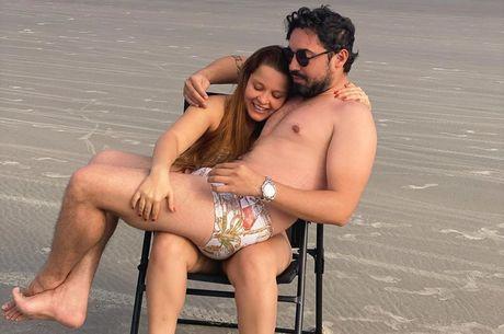 Sertanejo foi quem publicou foto coladinho à amada