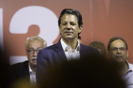 Fernando Haddad em evento com intelectuais