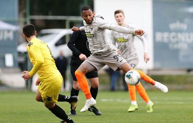 FERNANDO - O atacante Fernando estreou pelo Palmeiras aos 18 anos, em 2017. Com apenas dois jogos pelo time principal do Alviverde, foi vendido ao Shakhtar Donetsk, clube que atua desde então. Ele tem 22 anos e o vínculo com o clube se estende até o meio de 2024.