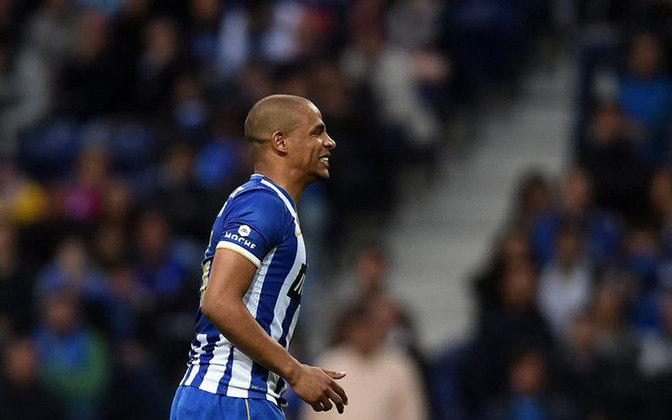 FERNANDO - O volante Fernando disputou 142 jogos com a camisa do Porto, ganhando vários títulos. O principal deles foi a Liga Europa.