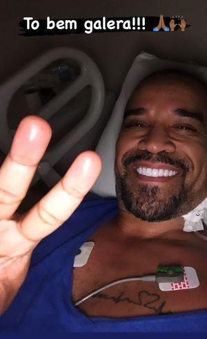 Cantor fez selfie no hospital