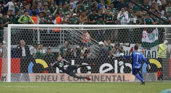 Marcando o gol histórico, que deu a Copa do Brasil ao Palmeiras