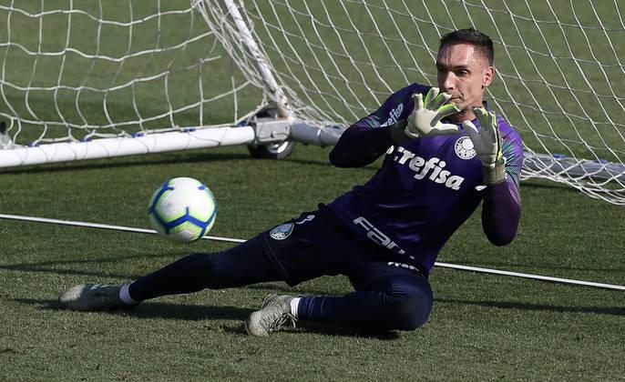 Fernando Prass, atual goleiro do Ceará, recebeu sete votos da redação e entrou para a seleção. Ídolo do Vasco e do Palmeiras, Prass foi bicampeão da Copa do Brasil, além de bicampeão brasileiro pelo Palmeiras.