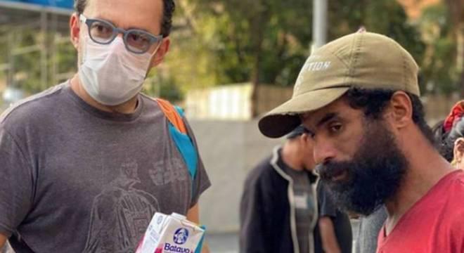Moradores de rua recebem auxílio de entidades em meio à pandemia