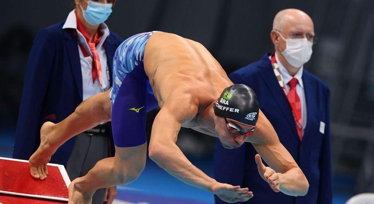 Quarteto contou com a participação do medalhista de bronze na prova individual, Fernando Scheffer