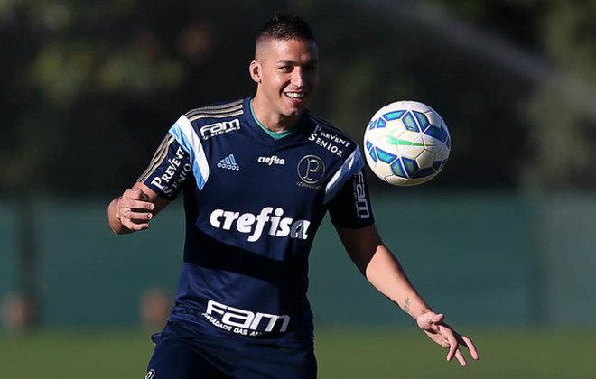 Fernando Tobio, zagueiro argentino que já defendeu o Palmeiras, está sem clube desde que saiu do Toluca, do México, em julho. Seu valor, segundo o Transfermarkt, é de 1,2 milhões de euros (cerca de sete milhões de reais).